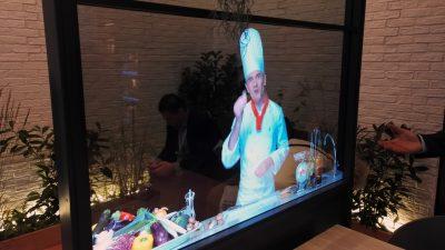 L'écran transparent intégré à une cuisine (cliquez pour zoomer).