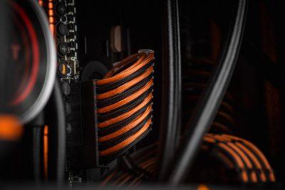 cable management du PC moddé Black Naranja de Kino